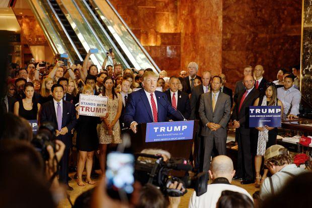 Donald_Trump_Signs_The_Pledge_06